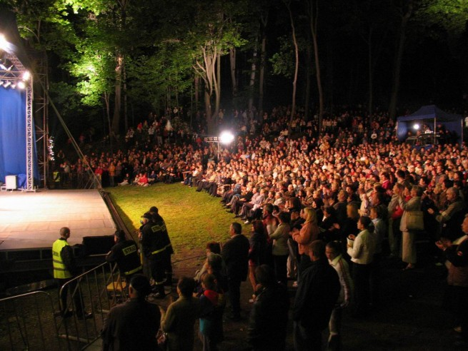 Summer Concerts in Tzebinia, Poland (a new window will open)